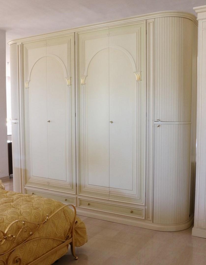 Armadio Classico 5 Ante.Armadio In Stile Classico Panna Con Decori Oro Paternoster Home
