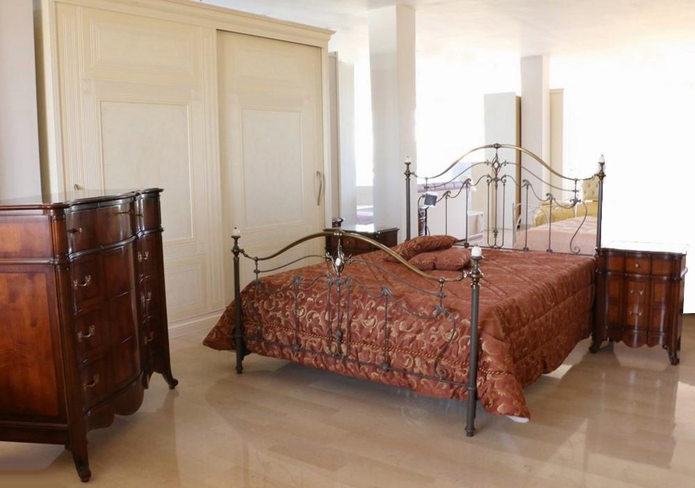 Camera da letto in stile classico noce scuro panna paternoster home - Camera da letto stile classico ...