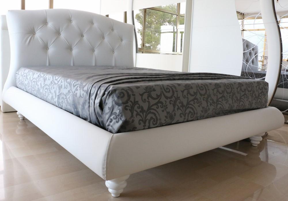 Letto Moderno Bianco.Letto In Stile Moderno In Ecopelle Bianco Con Swarovski
