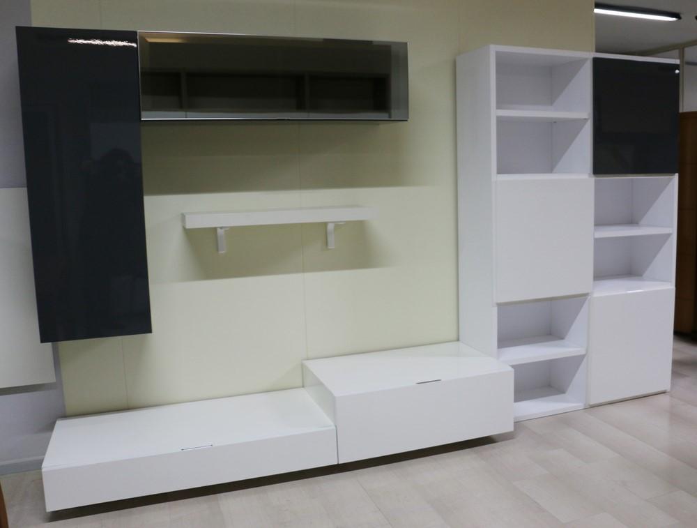 Soggiorno moderno bianco e grigio ispirazione per la casa for Soggiorno moderno grigio e bianco