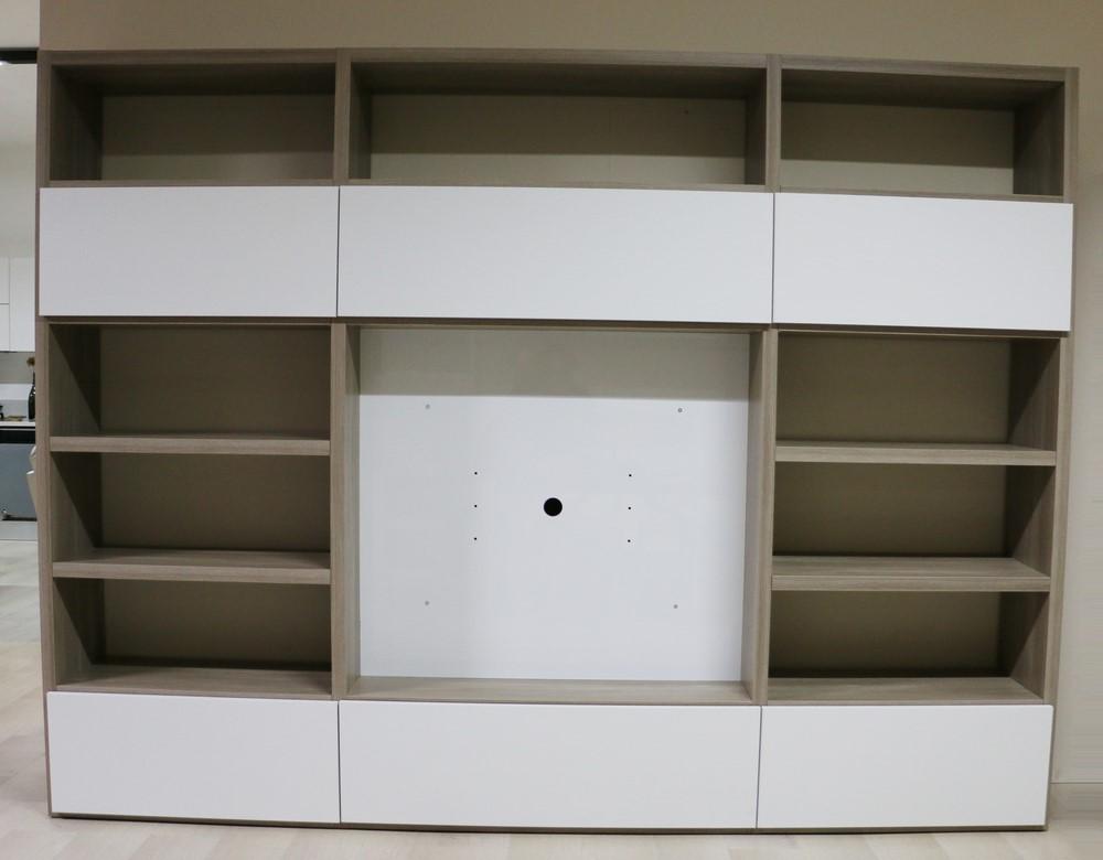 Parete soggiorno in stile moderno larice grigio bianco for Soggiorno moderno grigio e bianco