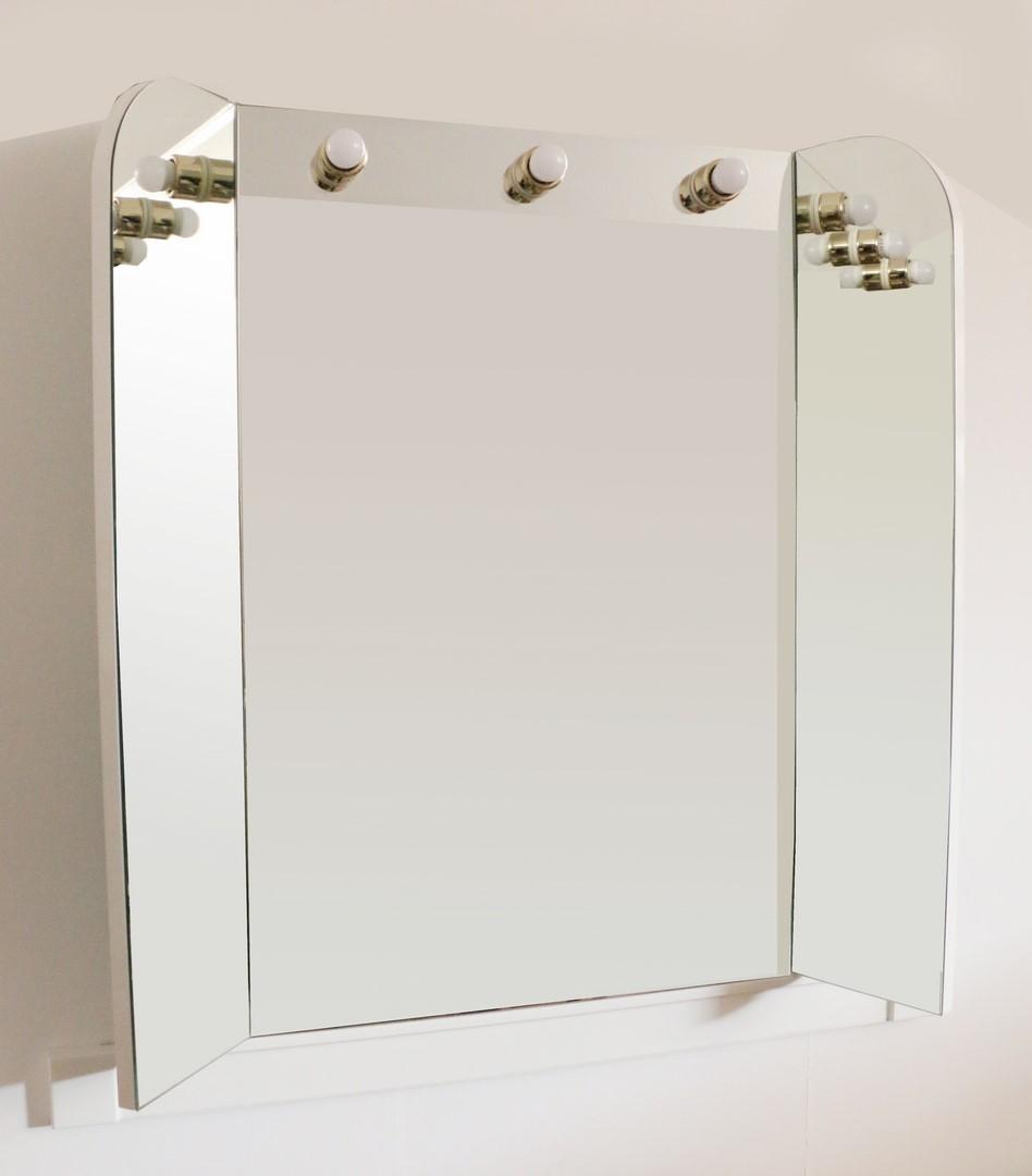 Stile classico moderno - Specchiera bagno blu ...